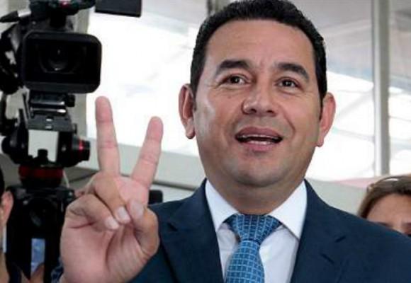 Jimmy Morales les ganó a todos en Guatemala