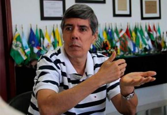 El gobernador Alán Jara no piensa irse: quiere poder contratar hasta 2016