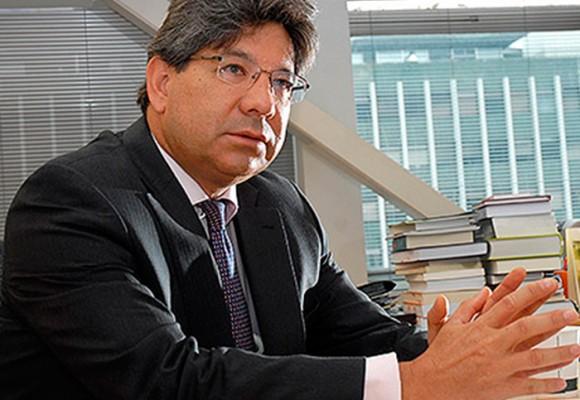 Santos y Uribe se unen para elegir a Alejandro Linares nuevo magistrado