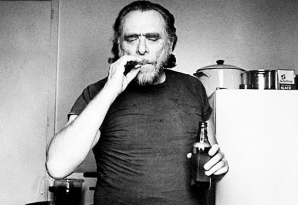 'El trabajo es para los zoquetes': Charles Bukowski