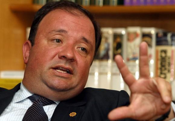 Luis Carlos Villegas, a poner la cara por los oficiales investigados que buscan llegar a mayores y generales