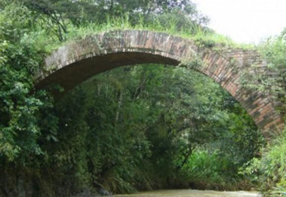 En Cauca declararon bien de interés cultural un puente que no existe
