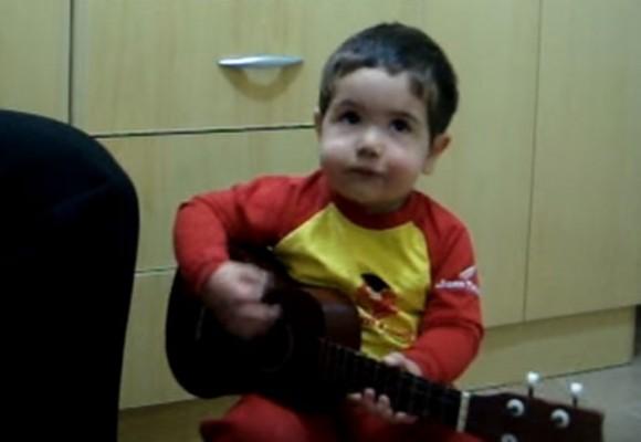 Tiene menos de dos años ¡y canta como Los Beatles!