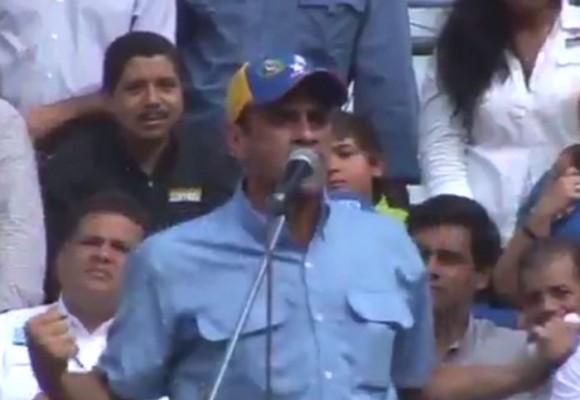 El gesto obsceno de Capriles contra los chavistas