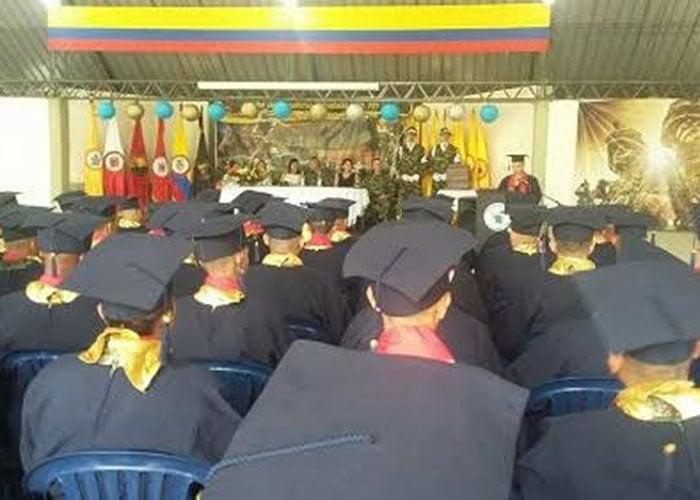 Soldados profesionales de la Décima Sexta Brigada se graduaron como bachilleres
