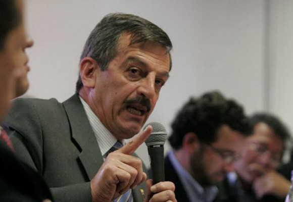 'A Plazas Vega los medios lo condenaron y lo absolvieron'
