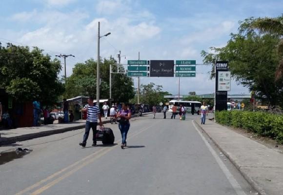 El negocio de los pasaportes en la frontera con Venezuela