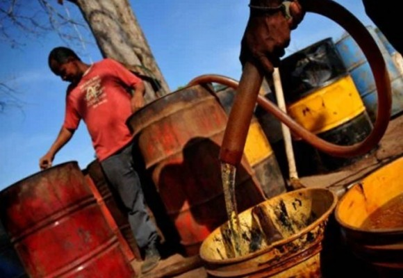 Cuestecitas: el pueblo que se alimenta con gasolina de contrabando