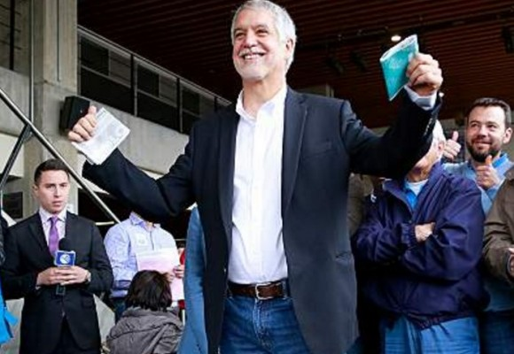 El desespero de la prensa bogotana por exaltar la imagen de Peñalosa
