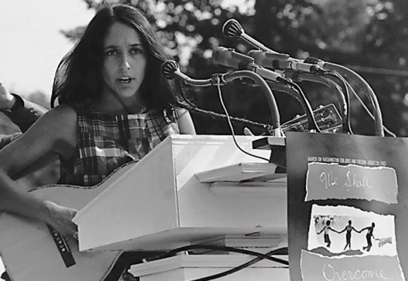 Joan Báez, la primera mujer que se le enfrentó a la guerra del Vietnam