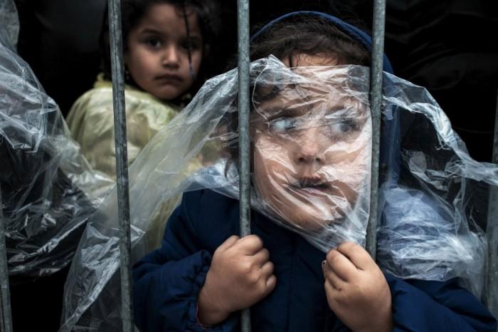 Esta foto de Matic Zorman es el primer premio en el apartado de Gente para una única foto. Fue tomada en el campo de refugiados de Presevo, Serbia. HANDOUT (REUTERS)