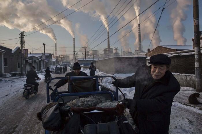 Kevin Frayer, de Reuters, ha logrado el primer premio en el apartado de Vida Diaria en la categoría de una única foto con esta imagen de un trabajador de las minas de carbón en Shanxi, China. KEVIN FRAYER (REUTERS)