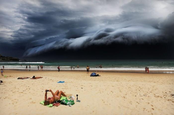 El fotógrafo del 'Daily Telegraph' Rohan Kelly ha sido galardonado con el primer premio en la categoría de Naturaleza para una única foto. La imagen de la tormenta fue tomada el 6 de noviembre desde la playa de Bondi, en Australia. ROHAN KELLY (AP)