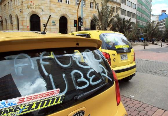 Taxistas en Bogotá decretan paro para este lunes 3 mayo