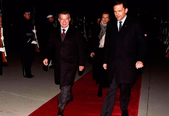 Los escogidos de Santos para acompañarlo en el avión presidencial