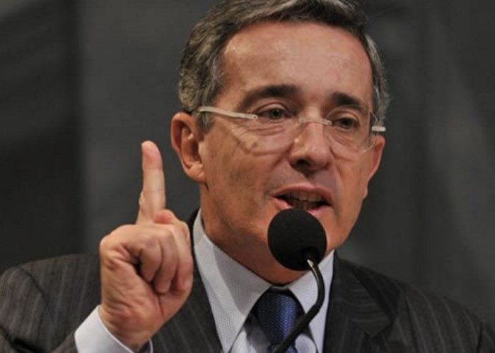 Las mentiras de Uribe frente a la tasa de cambio