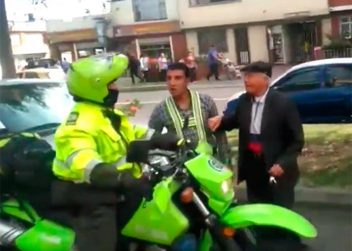 En video: ¿Falso policía cobrando sobornos?