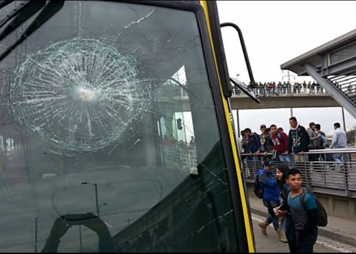 Vándalos destruyen 4 buses de Transmilenio en Soacha