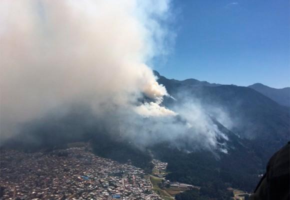 Fotos: arden los cerros de Bogotá