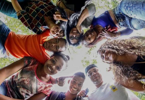 Los jóvenes están resucitando al país