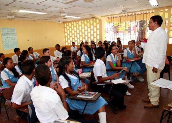 Los maestros colombianos ganan mucho menos que los ecuatorianos