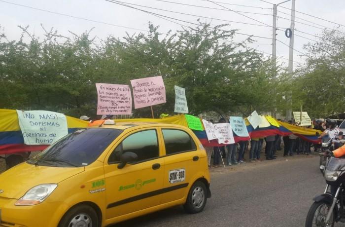 A los trabajadores de la entidad se les rebosó la copa y salieron a la protestar hoy luego de dos años de intervenida la entidad. Todo sigue igual.