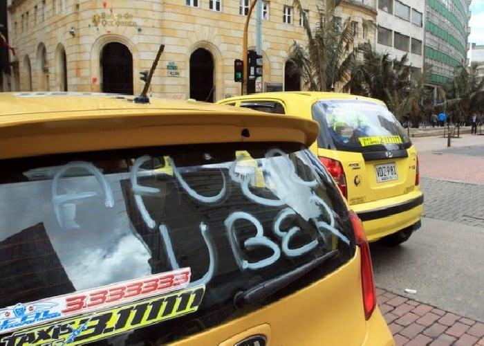 El taxista de uber me ofrecio un mes gratis nos fuimos para cabantildea me dio duro por mi toto se vino - 1 9