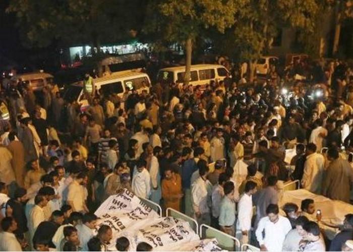 Más de 70 muertos y 400 heridos deja ataque talibán en Pakistán