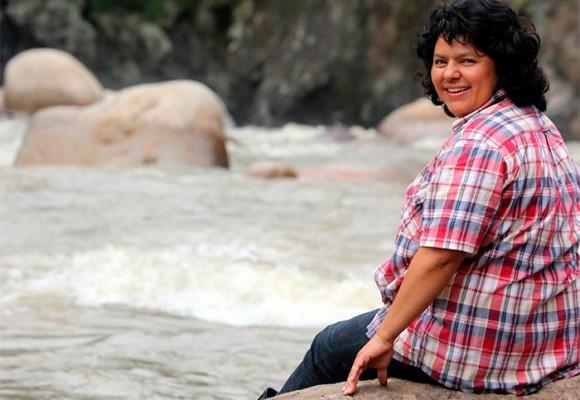 Honduras llora a Berta Cáceres, la mujer que derrotó al gigante Chino