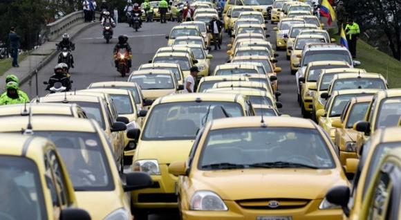 ¿Por qué Peñalosa no les manda el Esmad a los taxistas?