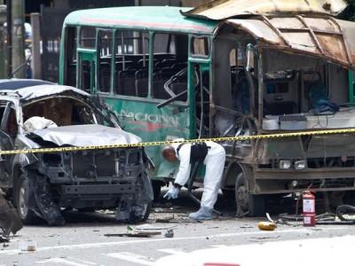 La camioneta que transportaba al  ex ministro quedó destruida, asi como la buseta que transitaba al lado, cuyo conductor también perdió la vida.