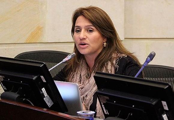 El receso prolongado de la senadora Paola Holguín