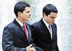 Los hijos de Uribe a las puertas del bunker de la Fiscalía
