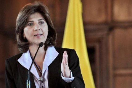 La canciller María Ángela Holguín hizo caso omiso de las recomendaciones y prefirió que Nieto y Jaramillo se retiraran de la Comisión