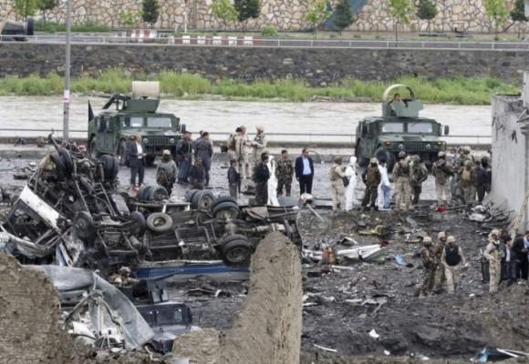 Más de 50 muertos y 300 heridos deja atentado Talibán en Afganistán