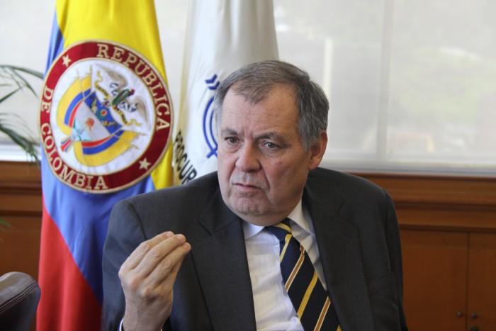 Siendo su deber, el procurador Ordóñez no ha dicho una palabra sobre La Haya