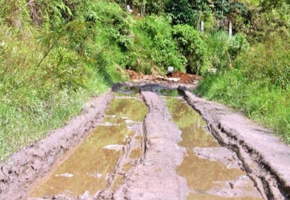 Vía Palocabildo- San Jeronimo en Tolima está destruida y sin solución