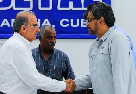 Con una lista de 346 asesinatos a líderes sociales recibió las Farc a la delegación