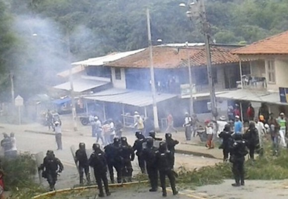 ESMAD arremete contra afros del Cauca