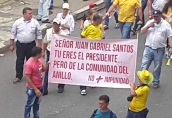 La pancarta contra Juan Gabriel Santos