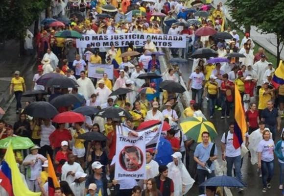 A pesar de la lluvia, más de 20 mil personas marcharon en Cali