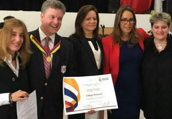 Colegio Rochester recibe Condecoración Simón Bolívar