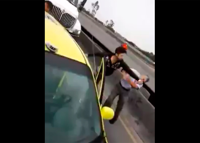 En video: taxista golpea violentamente a conductor mayor del SITP