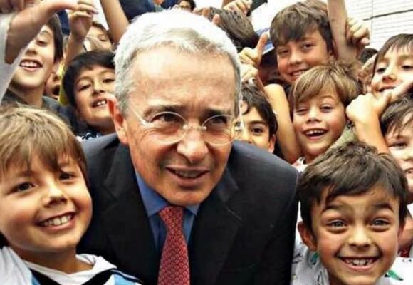 Uribe habló en el Gimnasio Campestre contra el Proceso de Paz