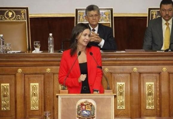 """""""Ingenuos los que creen que la renuncia de Maduro es voluntaria"""": María Corina Machado"""