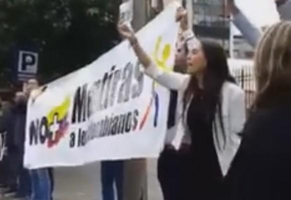 Repudio contra Santos a las afueras de Caracol Radio