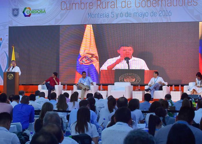 Gobernadores y diputados con la paz