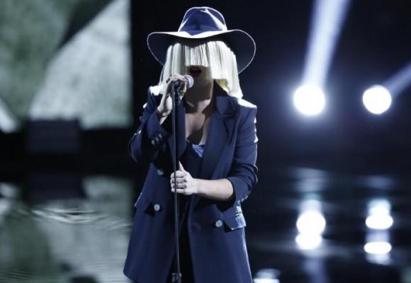 Sia, la cantante que no le da cara a la fama