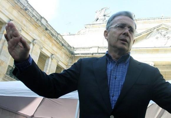 Top 10 de políticos twitteros : Uribe el número uno
