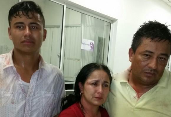 Con pata, puño y bolillo, policías agreden a familia en Yopal